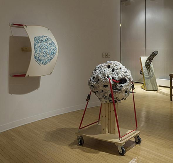 Coppice, 2011.    sculpture : 122 cm x 61 cm, image : 71 cm x 97 cm.