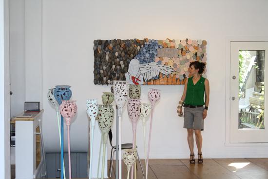 exposition Offrandes, 2009 - oeuvre ExVoto 1988 (céramique).   206 cm x 79 cm.